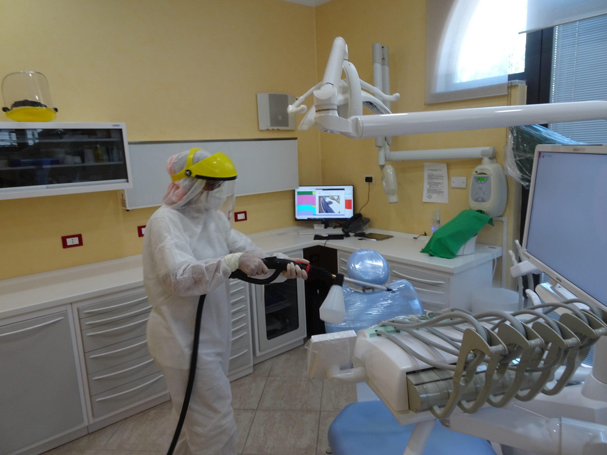 Pulizia e igien nello studio dentistico